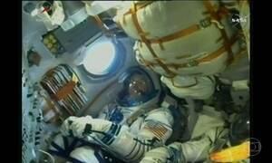 Nave russa Soyuz deixa a Terra para mais uma viagem