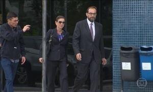 Cunha recebe a visita da esposa na carceragem da Polícia Federal