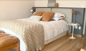 Cabeceira da cama pode ser feita com materiais reaproveitados e criatividade