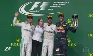 Hamilton vence GP dos EUA de F1, mas Rosberg fica mais perto do título
