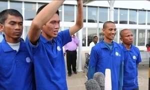 Marinheiros são libertados após quase 5 anos como reféns de piratas da Somália