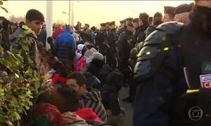 Milhares de refugiados são retirados da 'Selva' de Calais, na França