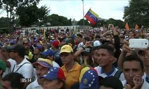 População sai às ruas para protestar contra o presidente Nicolás Maduro