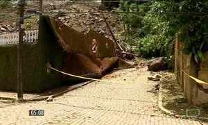 Deslizamento de mais de mil toneladas de terra faz duas vítimas fatais