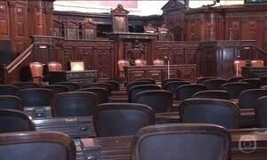 Deputados devem retomar discussão sobre o pacote que corta gastos do governo