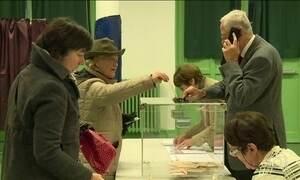 Franceses vão às urnas escolher o candidato da aliança centro-direita