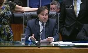 Rodrigo Maia adia votação do projeto anticorrupção
