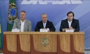Michel Temer, Rodrigo Maia e Renan Calheiros fazem um pronunciamento conjunto