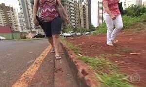 Pedestres sofrem com situação precária das calçadas
