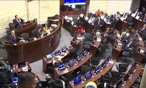Senado da Colômbia aprova novo acordo de paz com as Farc
