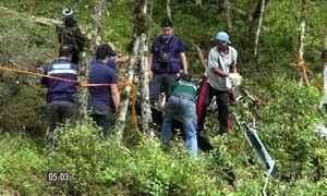 Noiva e irmão que morreram em queda de helicóptero são enterrados