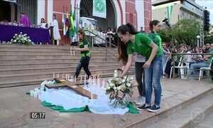 Missa de sétimo dia homenageia vítimas da tragédia com Chapecoense