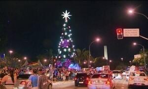 Na contramão da crise, shoppings e lojas investem em decoração de Natal