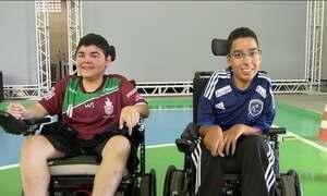 Amigos se enfrentam em final de campeonato brasileiro de futebol em cadeira de rodas