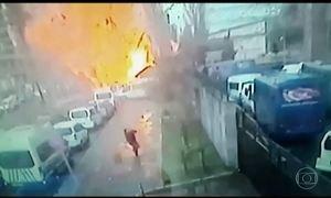 Polícia da Turquia mata dois suspeitos após explosão de carro-bomba