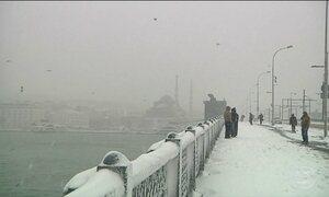 Tempestades de neve provocam problemas nos EUA e Turquia