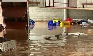 Moradores de Rolante (RS) ainda sofrem as consequências de temporal