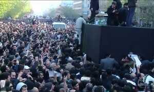 Milhares de pessoas se despedem do ex-presidente do Irã