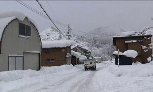 Frio e neve deixam Japão em alerta