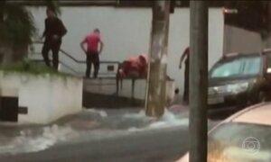 Forte chuva atinge SP e dois homens morrem afogados