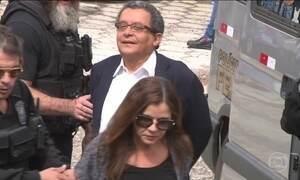Marqueteiros João Santana e Mônica Moura são condenados