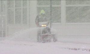 Forte e surpreendente nevasca atinge o nordeste dos EUA