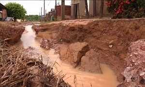 Erosão prejudica asfalto e causa transtorno em várias cidades do país