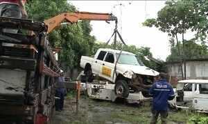 Funasa retira carros abandonados que abrigavam criadouros de mosquitos