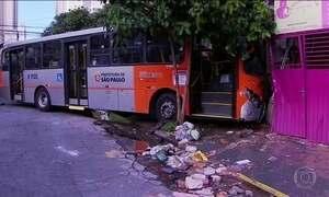 Acidente com dois ônibus causa morte e deixa 12 feridos em São Paulo