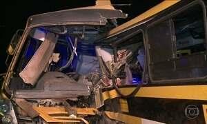 Sobe para seis o número de mortos em acidente com dois ônibus em AL