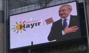 Eleitores da Turquia decidem sistema de governo neste domingo