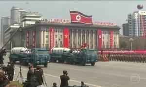 Em desfile militar, Coreia do Norte mostra que está pronta para possível ataque dos EUA