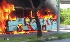 Ônibus incendiados provocam transtornos à população no CE