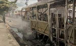 Parte da frota de ônibus volta a circular em Fortaleza com escolta policial