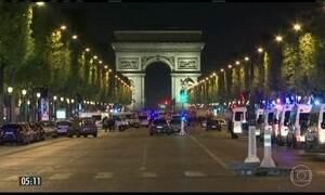 Polícia tenta identificar responsável por atentado em famosa avenida de Paris, na França