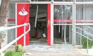 Bancos de Pilar do Sul (SP) são destruídos por criminosos