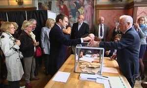 Parte da Europa comemora o primeiro turno da eleição francesa como sinal de resistência