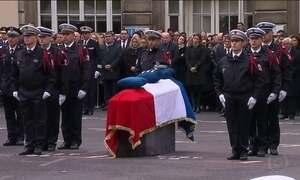 Candidatos à presidência da França participam de homenagem à policial morto