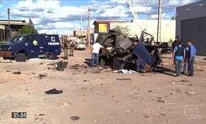 Explosão de dois carros-fortes provoca danos à rede elétrica em PE