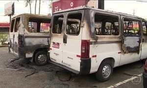 Bandidos atacam veículos, agência bancária e instalações policiais em Florianópolis