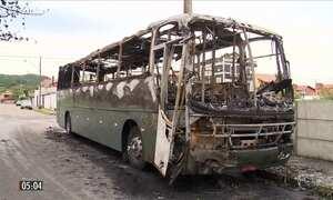 Bandidos incendeiam veículos e atiram contra bases da polícia em SC