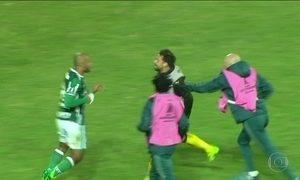Confederação Sul-Americana de Futebol suspende provisoriamente o meia Felipe Melo