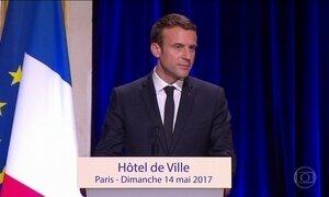 Emmanuel Macron encontra Angela Merkel no 1º dia de trabalho como presidente da França