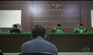 Corte islâmica condena casal gay na Indonésia a 85 chibatadas cada um
