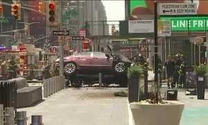 Carro em alta velocidade deixa uma pessoa morta e 12 feridas em NY