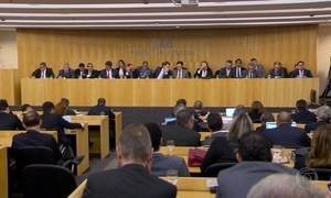 OAB decide apresentar pedido de impeachment contra o presidente Temer