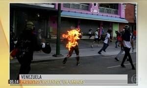 Multidão protesta contra governo de Nicolás Maduro na Venezuela