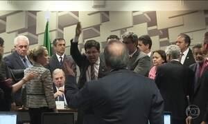 Governo ensaia retomar votações e gritaria se instala no Congresso