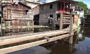 Cheia do Rio Negro inunda nove bairros em Manaus