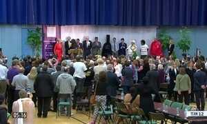 Primeira-ministra sofre grande derrota política em eleição do parlamento no Reino Unido